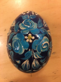 Houten ei bloemen blauw