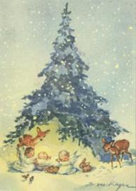 Kerstkind, twee engelen en bosdieren under een denneboom, Erica von Kager