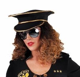 Sexy vrouwelijke politiepet