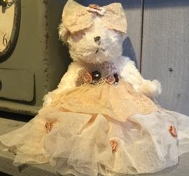 Decoratie beertje jurkje creme 20 cm