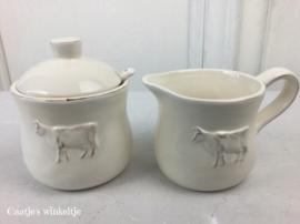 Suikerpot en melkkannetje koe