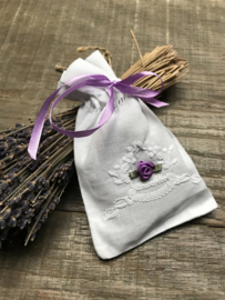 Katoenen geurzakje broderie lavendel paars