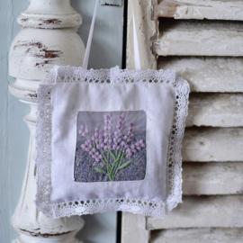 Vierkant gevuld lavendel zakje met kant