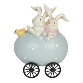 Decoratie konijnen in kar