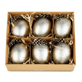 Doos 6 eieren zilver gespikkeld met veertje