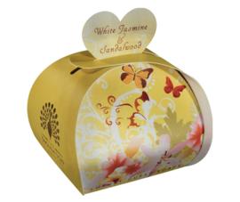 Tasje met 3 hartvormige zeepjes White Jasmine & Sandelwood