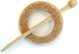 Blank houten ronde sjaalspeld bewerkt