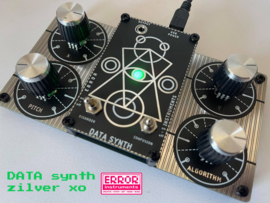 DATA synth zilver xo