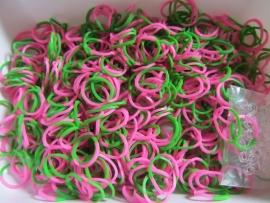 Combi groen/roze elastiekjes ± 600 stuks + 24 clips