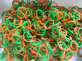Combi groen/oranje elastiekjes ± 600 stuks + 24 clips