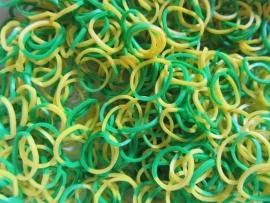 Combi groen/gele elastiekjes ± 600 stuks + 24 clips