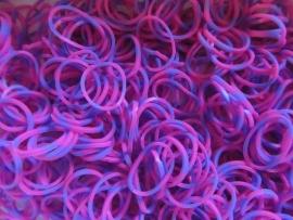 Om en om roze/paarse elastiekjes ± 600 stuks