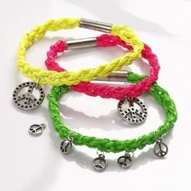 Set zelf maak armbandje van gevlochten koord met bedel(s) neon geel