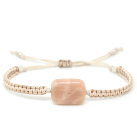 The Gem Moonstone Peach | Maansteen Macrame Armbandje
