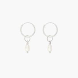 Twist Pearl Hoops | Oorringetjes Zoetwaterparel - 925 Zilver