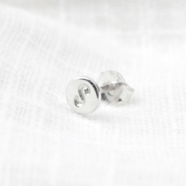 Tiny Initial Earstud | Oorsteker Initiaal - 925 Zilver