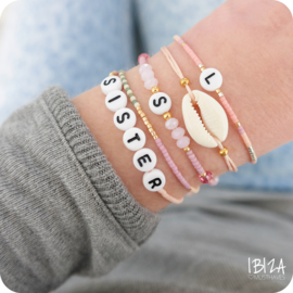 Lovely Initial Birth Stones | Glaskralen Letter Armbandje