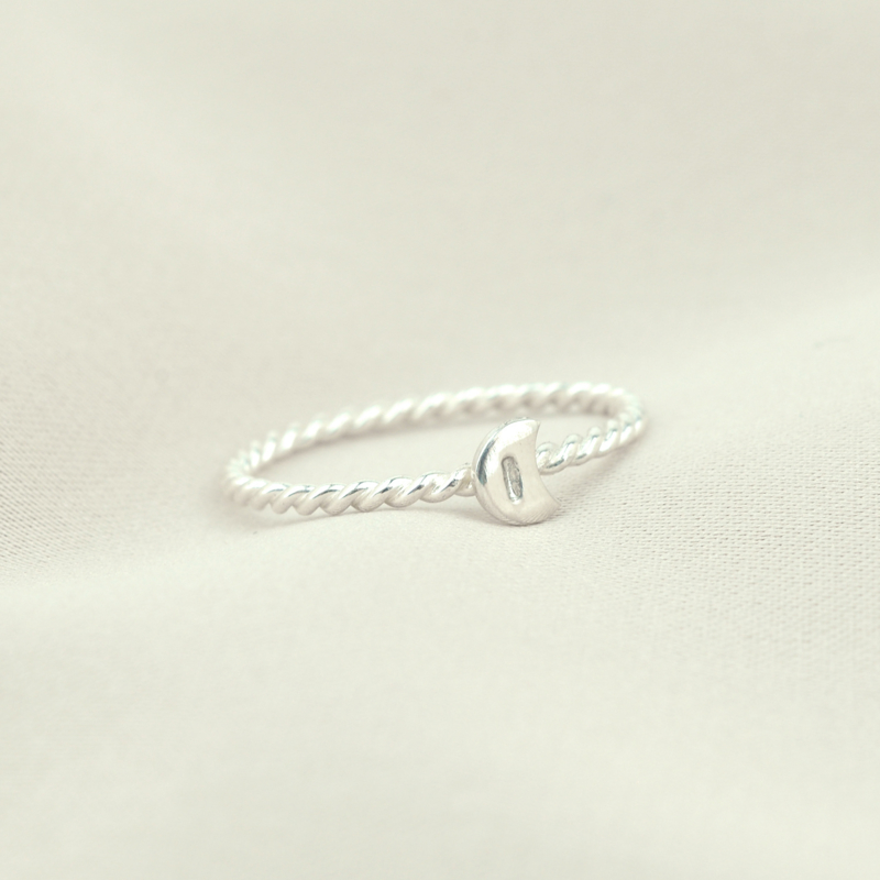 The Moon Initial Ring | Ring met Letter Maantje - 925 Zilver