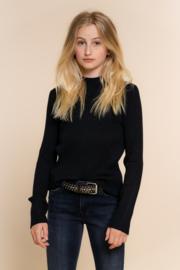 Ribgebreide trui trui met lange mouwen en een opstaand kraagje