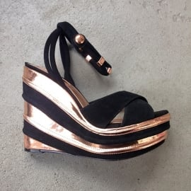 Wedge Heels by TOpshop Bronze/Black Size 40