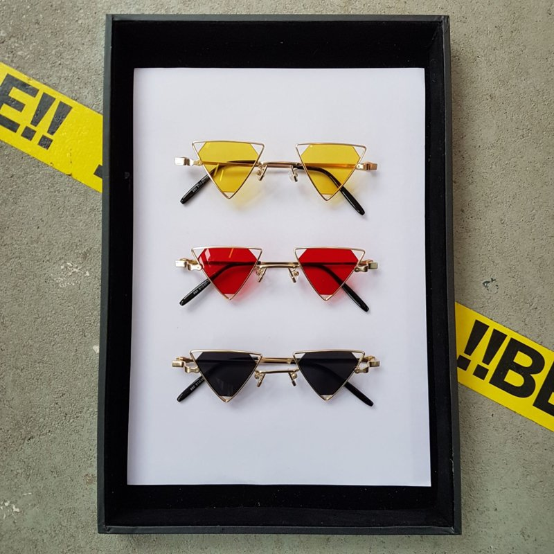 Triangle 90s sunglasses