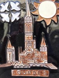 Henk Potters wandtegel Lourdes