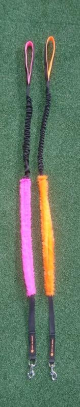 Riem met pluche en elastiek roze
