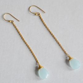 Treasure Rookie lange oorbel -  Moon drop - Aqua chalcedony
