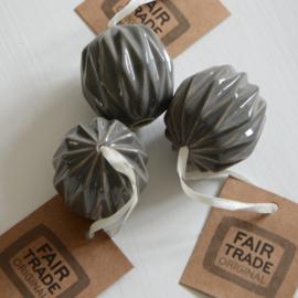 Origami kerstbal - grijs  keramiek