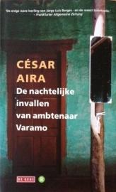 Aira, César  -  De nachtelijke invallen van ambtenaar Varemo.