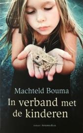 Bouma, Machteld  -  In verband met de kinderen