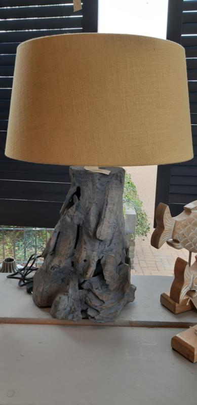 Sprokkelhouten lamp met kap