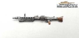 1/16 MG 42 German machine gun with aviator visor and drum magazine