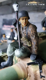 1/16 Figure Soldier WW2 Pea dot pattern German Tank Rider with Panzerfaust and StG44 Wehrmacht
