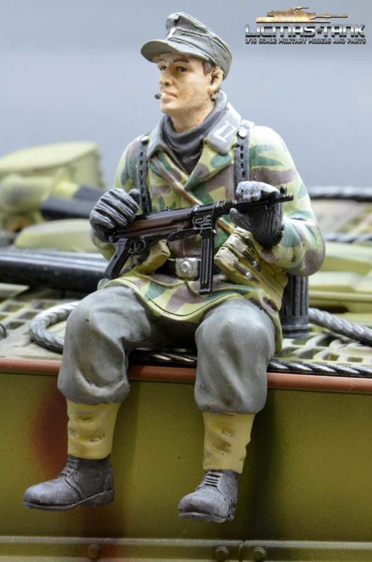1/16 Figure Soldier WW2 splinter pattern German Tank Rider MP40 shooter Wehrmacht handpainted