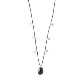 A BEAUTIFUL STORY Charming Black onyx gold necklace