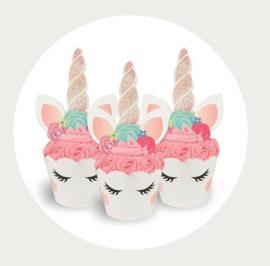 Eenhoorn cupcake wikkel met hoorn 2