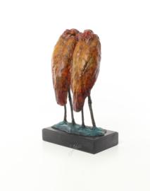 Een bronzen beeld van een paar maraboes