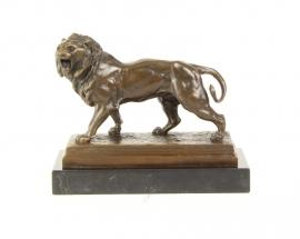 Bronzen beeld van brullende leeuw prachtig weergeven en van hoge kwaliteit.