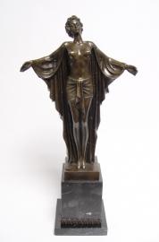 Bronzen beeld genaamd lente ontwaking
