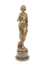 Bronzen beeld van een art Deco vrouw met bloem in haar hand