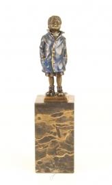 Brons beeld  van een jongen antiekgekleurd