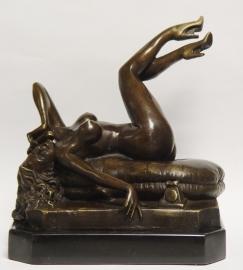 Bronzen beeld vrouw naakt met telefoon