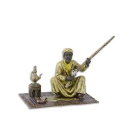 Arabische man met geweer  in Weense stijl gekleurd.