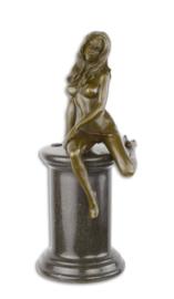 Erotische bronzen bronzen beeld met lingerie