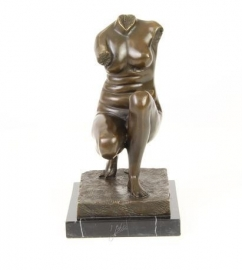 Bronzen beeld gehurkt Venus.
