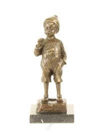 Bronzen beeldje van een jongen met peuk