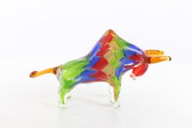 Een Murano stijl abstracte glasbeeldje van een stier
