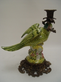 Porseleinen papegaai kandelaar met brons