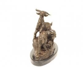 Bronzen beeld van een geitenfamilie